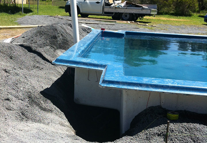Prevent fiberglass pool wall bulging my fibreglass pool easy Fiberglass swimming pool installation